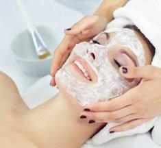 Ansigtsbehandling giver både smukkere hud og velvære